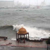 Cyclone Gonu batters Oman's coast