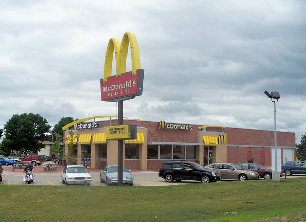 """McDonald's"" closes 700 big burger stores in the USA. 55015.jpeg"