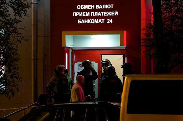 Masked man attacks Moscow bank to solve his financial problems. 58016.jpeg