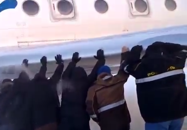 Passengers push frozen plane to fly in Siberia. 54032.png