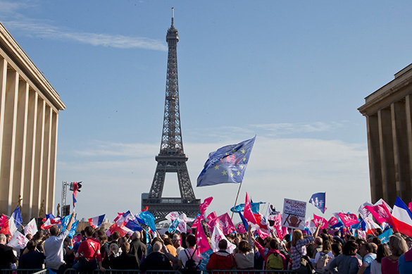 The French massively protest against same-sex marriage. France