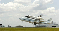 Jumbo jet carries Shuttle Atlantis to Florida