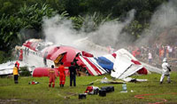 One Dead as Plane Crashes on Thai Resort Island
