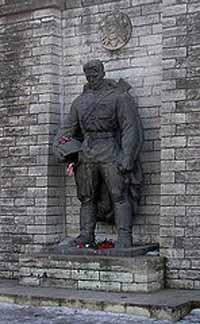 Estonia police cordon off Soviet soldier monument in downtown Tallinn