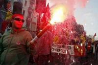 Nicolas Sarkozy under pressure of striking rail workers