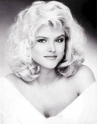 Anna Nicole Smith to be buried in custom-made gown next ot her son