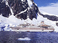 Cruise ship rams iceberg