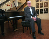 The last maker of Steinway pianos dies at age 93