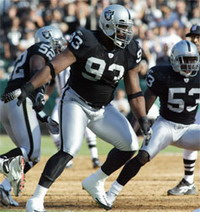 Tommy Kelly offered 50.5-million-dollar contract by Oakland Raiders