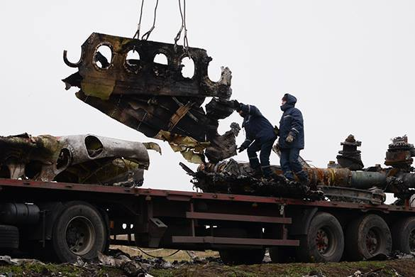 Malaysian former PM demands all fragments of MH17 be returned. Fragments of Malaysian Boeing should be returned to Malaysia