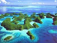 Tourist destinations: Places of paradise and parasites