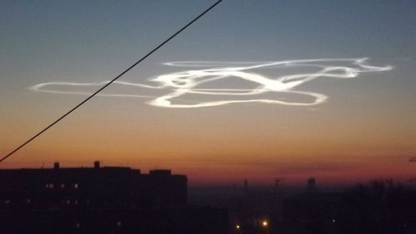 Barnaul residents see glowing stripes in the sky. Glowing stripes above Barnaul