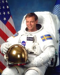 Sweden gives hero's welcome to its 1st man in space