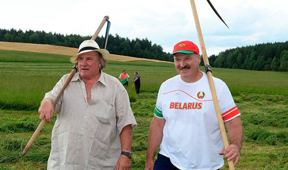 Depardieu: Want to live in Belarus, President is nice there. Depardieu and Lukashenko