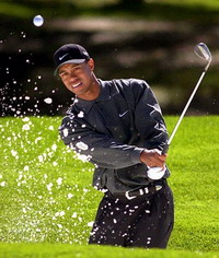 Tiger Woods remains in leading quintet in final round of Masters