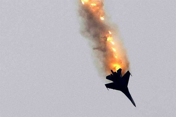 Su-27 fighter jet of Russian Knights aerobatic team crashes near Moscow. Su-27 fighter jet crashes