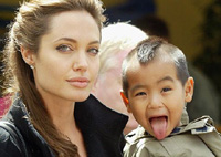 Angelina Jolie files papers to adopt Vietnamese child