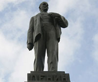 Lenin's Statue Kills Young Man Amid School Party