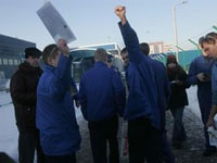 Ford plant workers strike in Russia