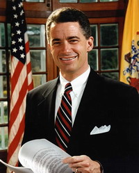 Gay James E. McGreevey divorces from his wife