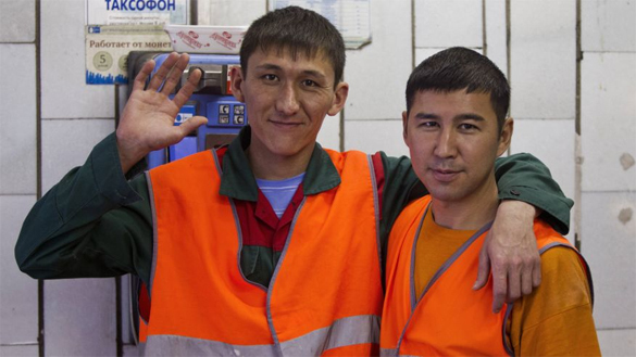 Migrant workers leave Russia due to weakening ruble. Weak ruble sends migrant workers home