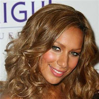 Fan Slaps Leona Lewis in the Face and Screams