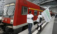 German train drivers and the rail operator Deutsche Bahn agree to talks