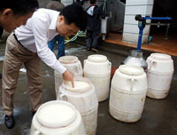 Police raid dairy farms and milk purchasing stations in China