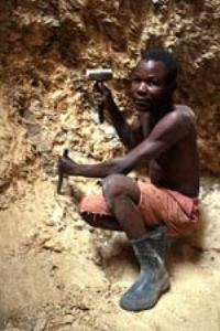 Zimbabwe gold production plunges to its lowest in 90 years