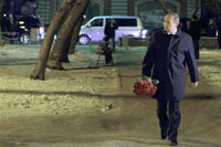Putin Lays Red Roses to Fire Victims and Sends Angry Looks to Local Officials