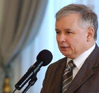 Lech Kaczynski dismisses junior coalition partners' ministers