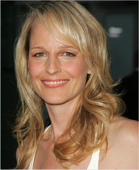 Helen Hunt makes first steps in directing