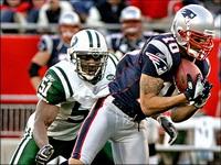 Jabar Gaffney stays with New England Patriots