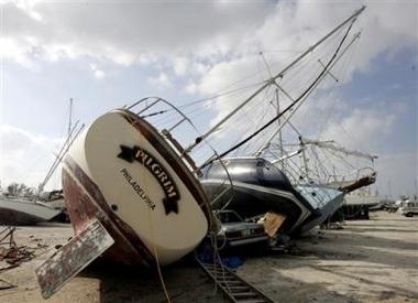 Wilma lashes Florida