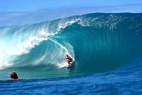 Laird Hamilton rescues fellow surfer