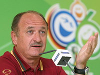 Another bad result may end Portugal's romance with coach Luiz Felipe Scolari