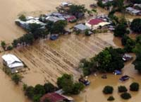 Typhoon Xangsane batters Philippines, flooding towns, closing schools and offices