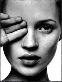 Kate Moss in fashion again