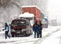 Heavy snow halts 6,000 trucks at Argentina-Chile border
