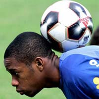 Robinho green-lighted by FIFA to play in Madrid's title decider