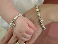 US retailers not to sell lead-based jewelry for kids