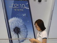 Samsung's curved creation sees the light with Full HD display. 51280.jpeg