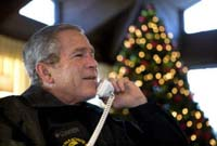 Bush ushers in Christmas season with tribute to U.S. troops