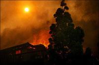 US fires enlarge number of evacuees to 270,000