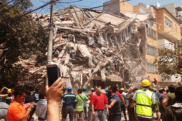 Girl found alive under school rubble in Mexico. Death toll climbs on. 61315.jpeg