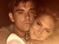 Robbie Williams Ties the Knot with US Model and Actress