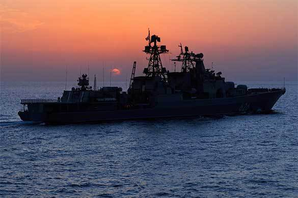 Russian warships helps Ukrainian fishermen in distress. 59325.jpeg