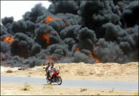 Iraqi insurgents blow up Iraq's key oil pipeline