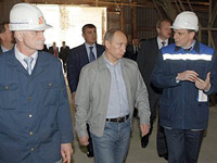Putin publicly humiliates business tycoons solving social crisis in Russian town