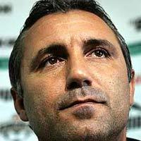 Celta fires coach Fernando Vazquez and takes Stoichkov